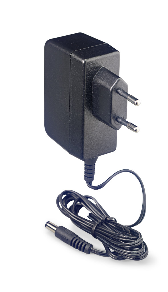 Reverse polarity 9-volt / 1 A AC adapter for effect pedals